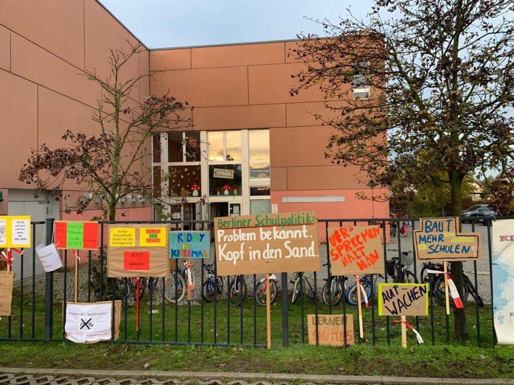 Mahlsdorf LIVE - Kein Platz mehr in der Schule: Erste Mahlsdorfer Klassen müssen mit Bussen geshuttelt werden