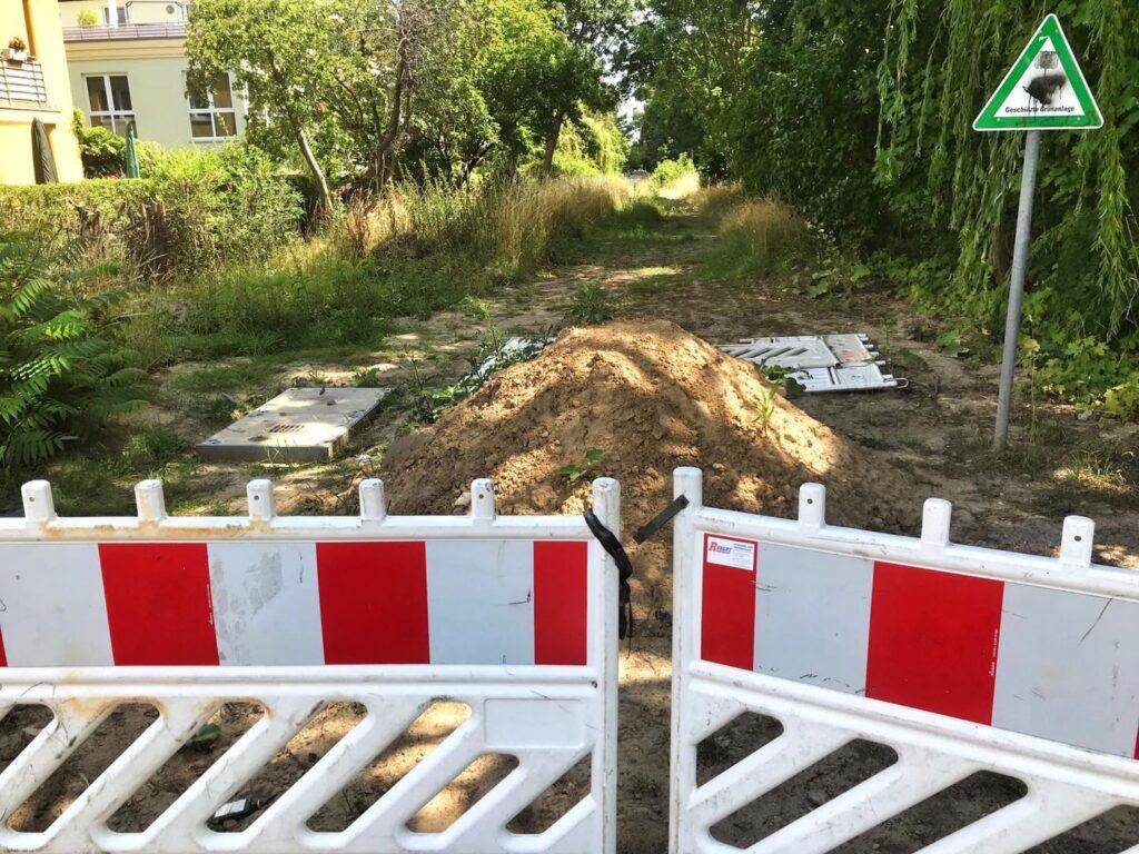 Mahlsdorf LIVE - 127 Jahre alte Leitungen könnten beschädigt werden: Wasserbetriebe stoppen Mahlsdorfer Radwegbau