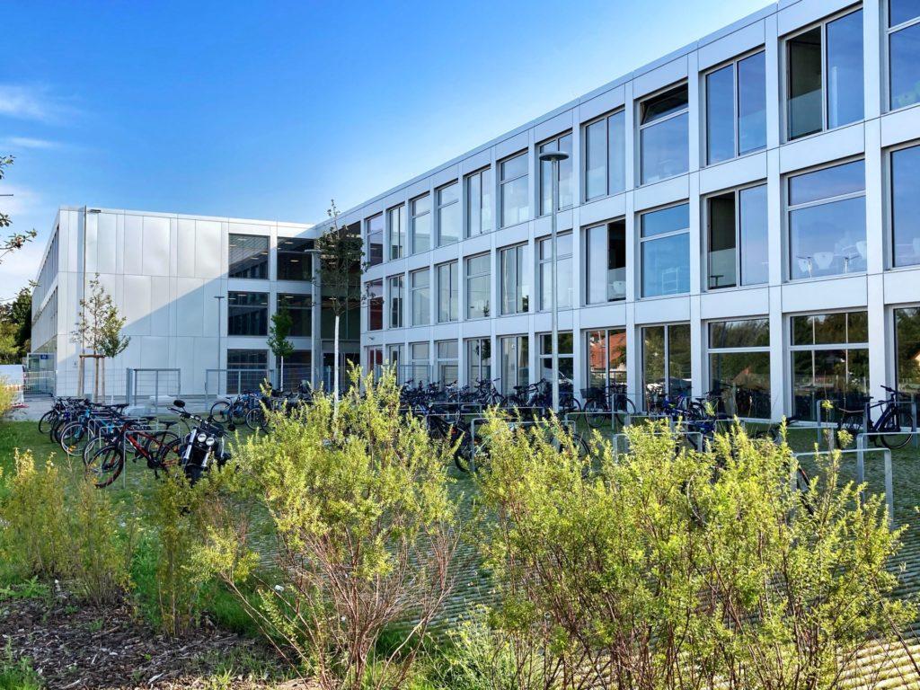 Mahlsdorf LIVE - Die bislang namenlose Mahlsdorfer Oberschule soll nach Charlotte von Mahlsdorf benannt werden.