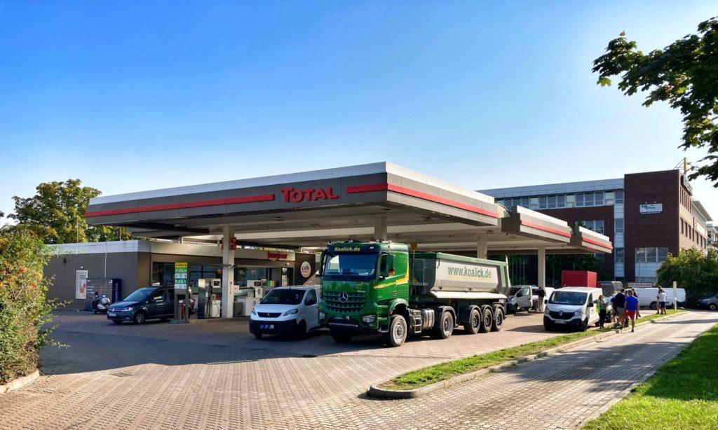Mahlsdorf LIVE - Junge Männer überfallen Tankstelle in Mahlsdorf - und werden direkt erwischt