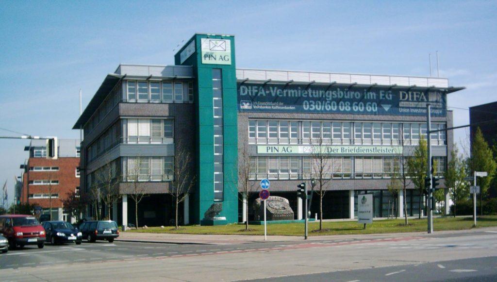 Das Gebäude der PIN AG an der B1 im Jahr 2005. Foto: Bezirksmuseum Marzahn-Hellersdorf