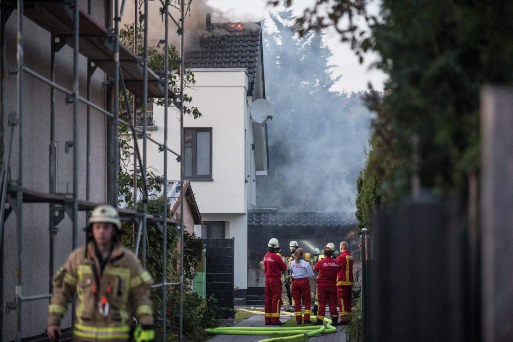 Bei einem Brand in der Grunowstraße wurden zwei Personen leicht verletzt. Foto: Kriminalreport