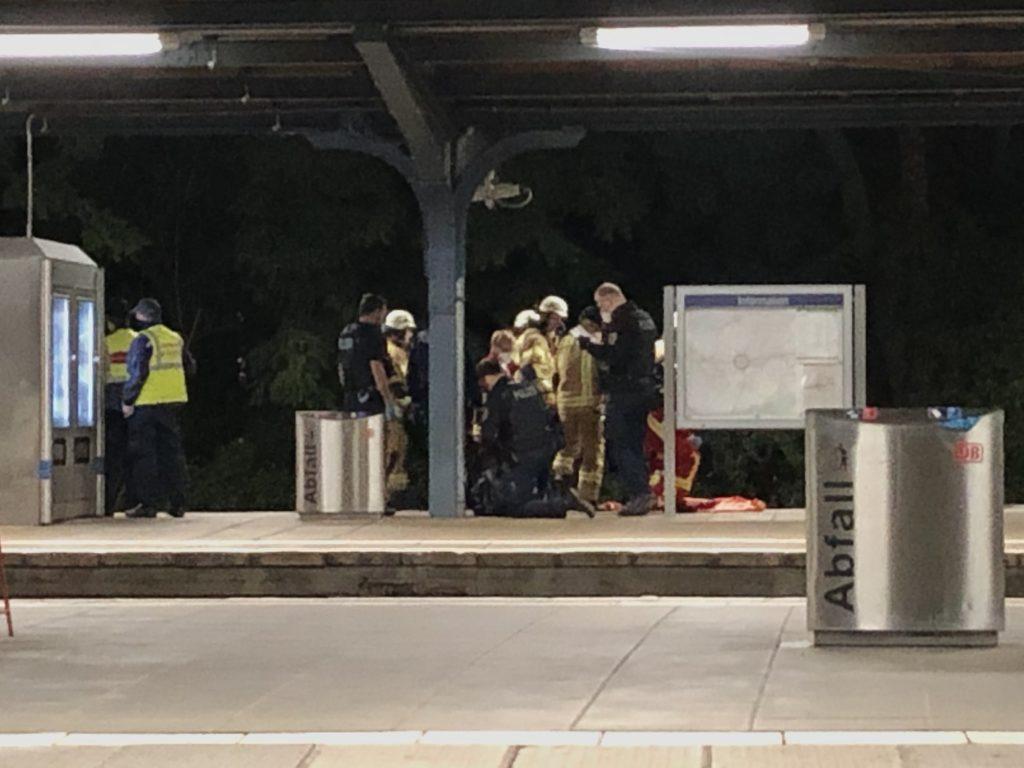 Mahlsdorf LIVE - Betrunkener fällt in Gleis