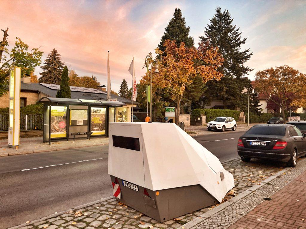Mahlsdorf LIVE - Kugelsicher, Feuerlöschsystem, vollautomatisch: In Mahlsdorf steht jetzt Berlins Super-Blitzer