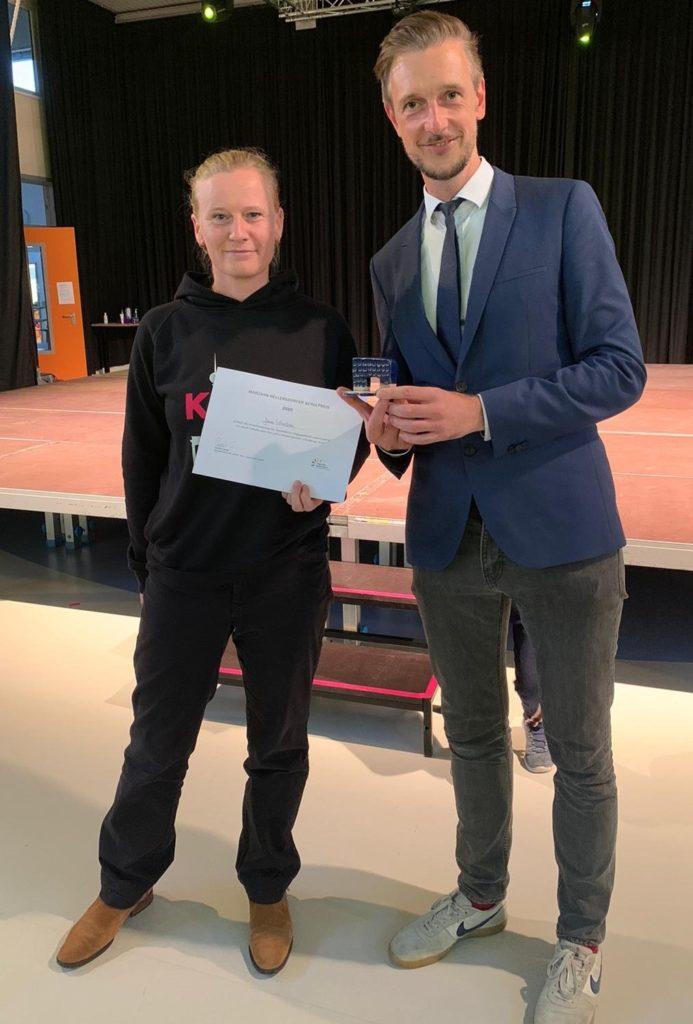 Mahlsdorf LIVE - Preisträgerin Jana Löschke mit Schulstadtrat Gordon Lemm