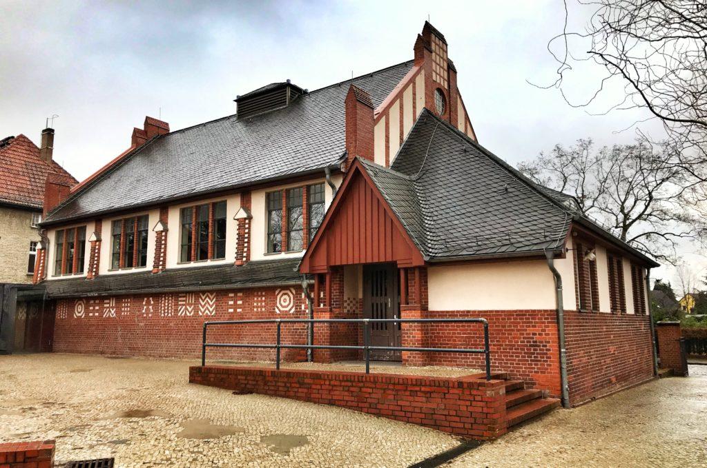 Mahlsdorf LIVE -Die 111 Jahre alte Turnhalle der Friedrich-Schiller-Grundschule muss wegen statischen Problemen gesperrt werden.