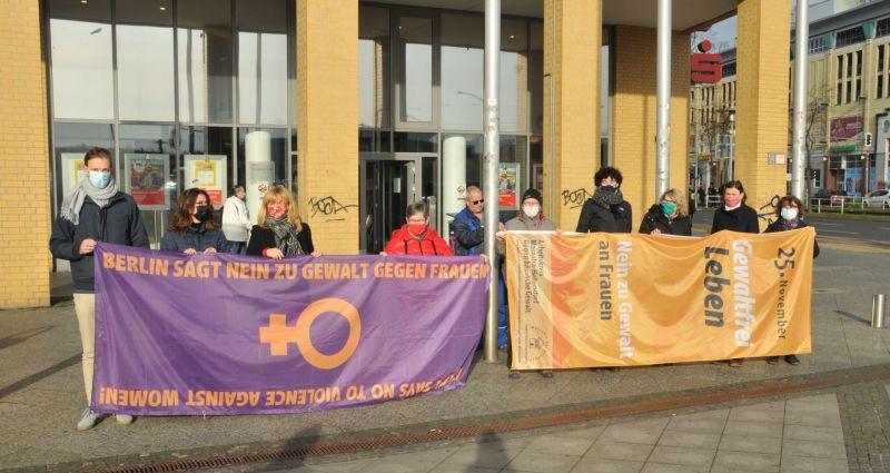 Mahlsdorf LIVE - Fahnenhissung zum Internationalen Tag gegen Gewalt an Frauen 2020
