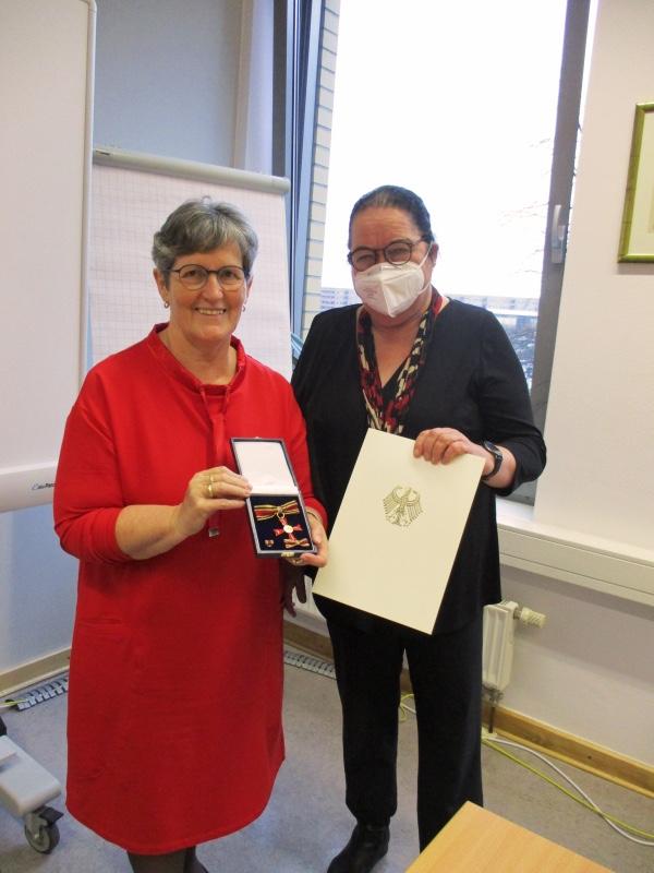 Mahlsdorf LIVE - Bezirksbürgermeisterin Dagmar Pohle (links) mit Maria-Barbara Naumann