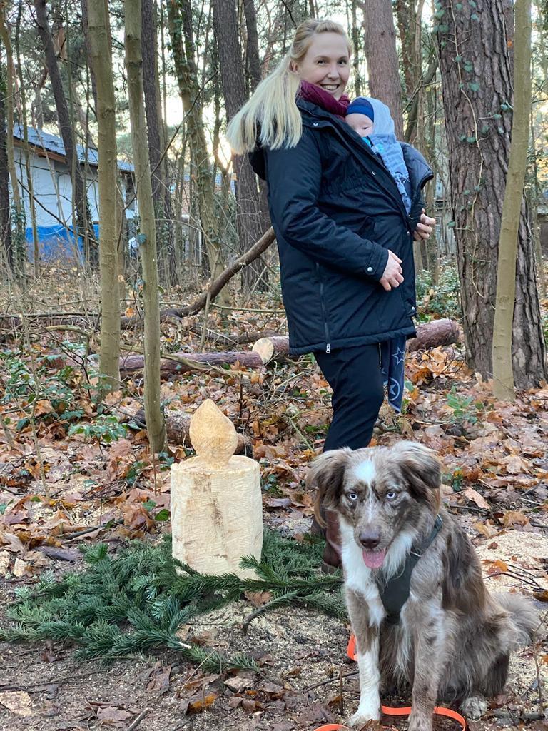 Mahlsdorf LIVE - Laura mit ihrem kleinen Sohn und Hund Chester.