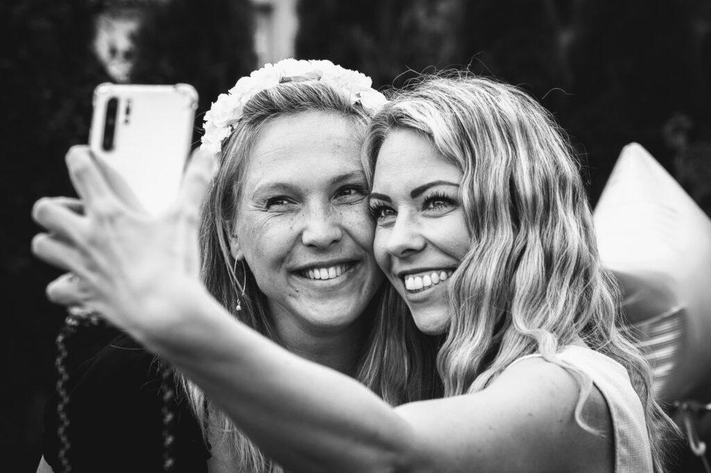 Mahlsdorf LIVE - Laura aus Mahlsdorf und ihre Freundin Melanie