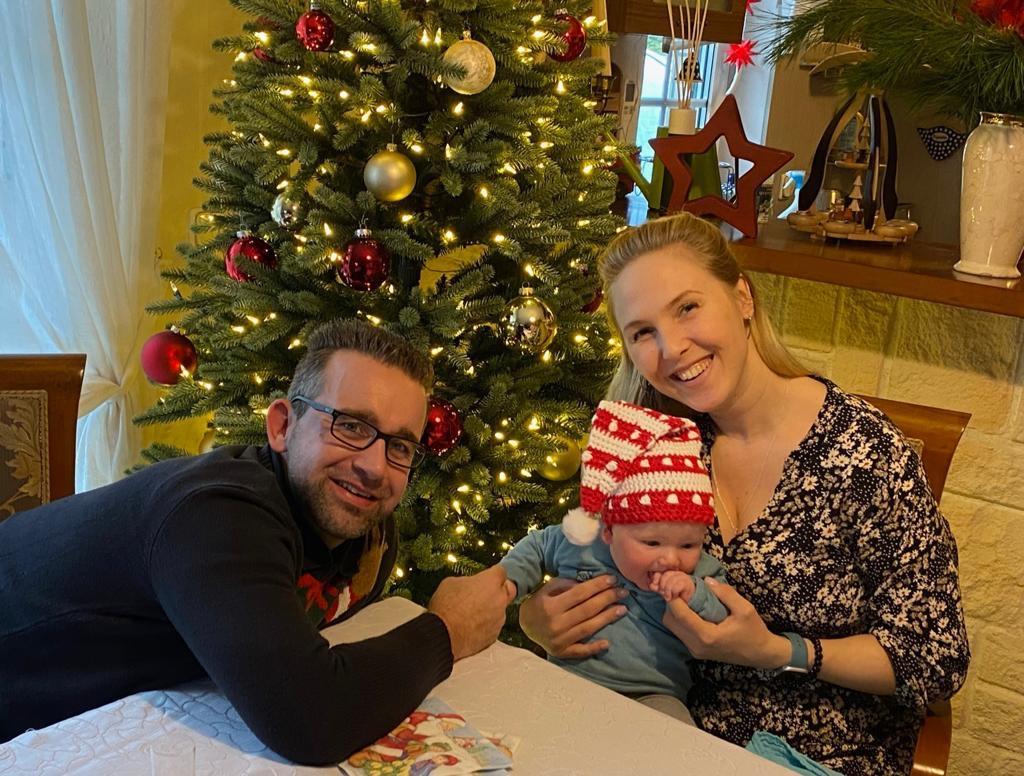 Mahlsdorf LIVE - Ein Bild aus glücklichen Zeiten. Laura mit ihrem Verlobten Stefan und Sohn Luan